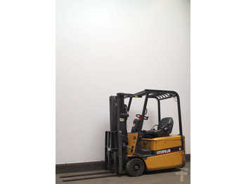 Ngarkues me pirun ballor me 3 goma CAT Lift Trucks EP16KT